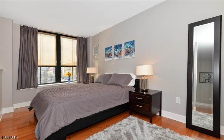 1025 Maxwell Ln 417, Hoboken, NJ - USA (photo 4)