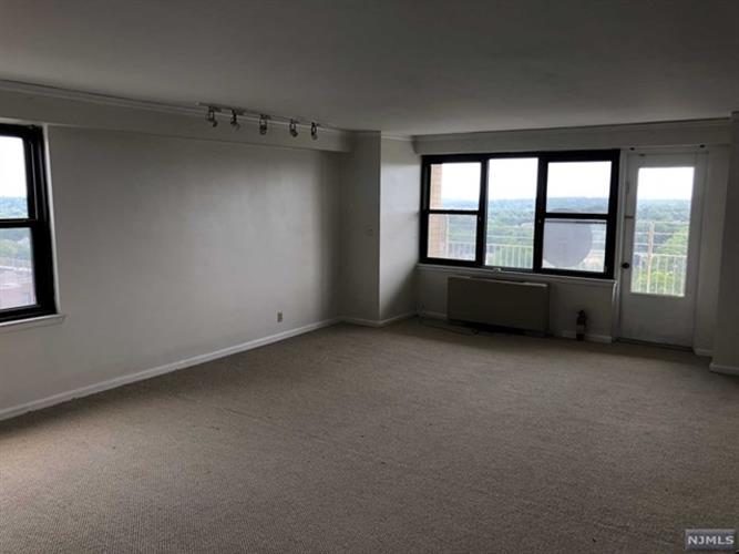 285 Aycrigg Avenue, Unit #02 020k, Passaic, NJ - USA (photo 4)