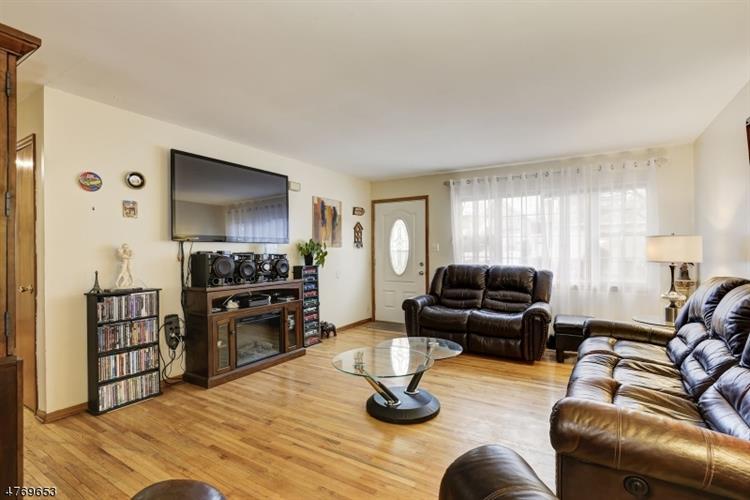 1050 Thayer Ave, Avenel, NJ - USA (photo 3)