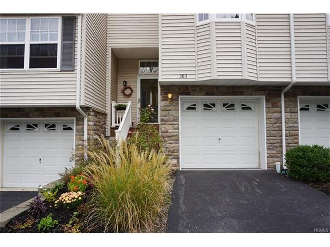 303 Pondview Loop 303, Wappingers Falls, NY - USA (photo 1)