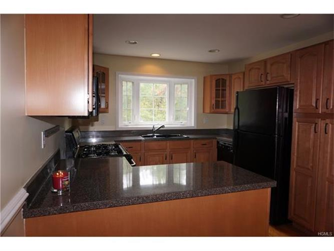 303 Pondview Loop 303, Wappingers Falls, NY - USA (photo 5)