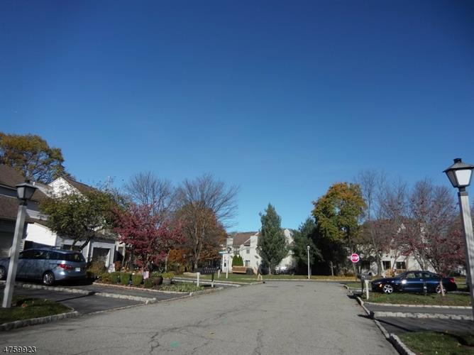 411 Hawthorne Ct, Flemington, NJ - USA (photo 2)
