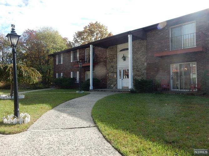 327 Ringwood Avenue, Pompton Lakes, NJ - USA (photo 2)