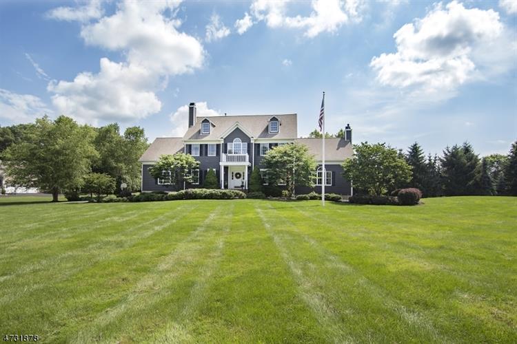 28 Thomas Farm Ln, Township Of Washington, NJ - USA (photo 2)