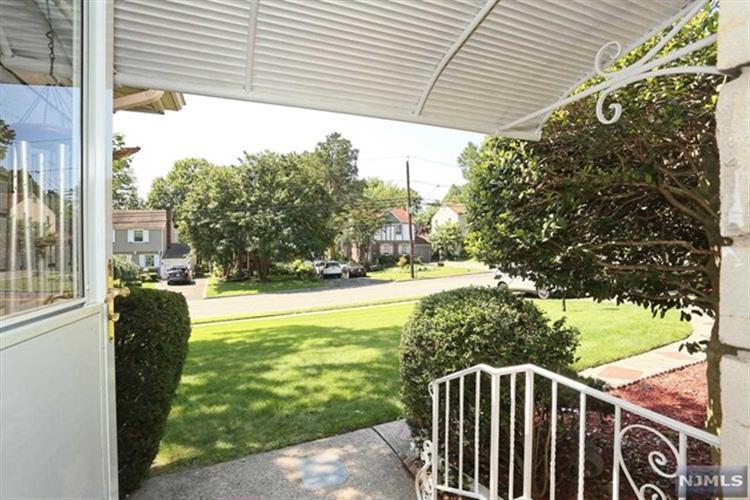 187 W Clinton Ave, Tenafly, NJ - USA (photo 2)