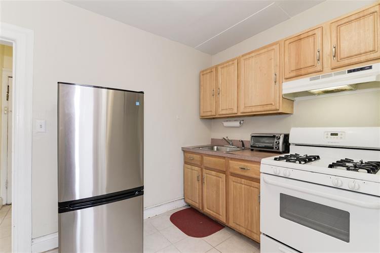 1058 Summit Ave, Unit 4 4, Jersey City, NJ - USA (photo 3)