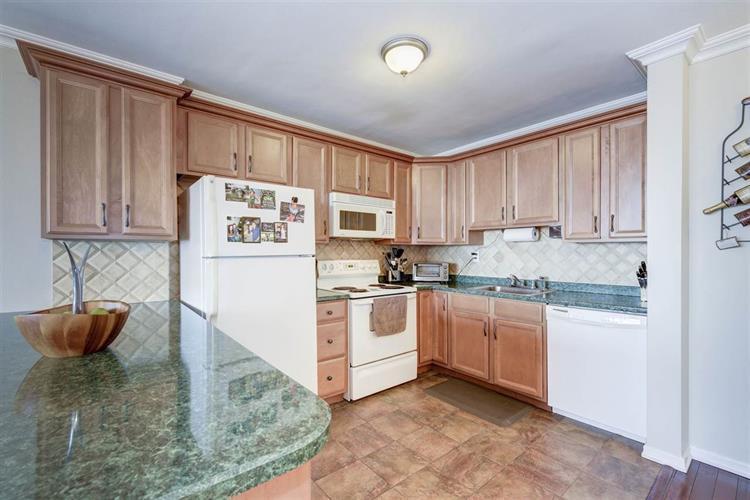 380 Mountain Rd, Unit 1415 1415, Union City, NJ - USA (photo 2)