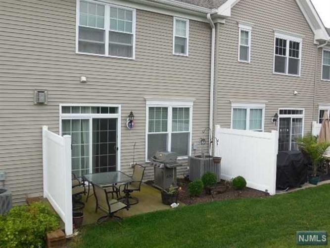 40 Parkside Dr, Wanaque, NJ - USA (photo 2)
