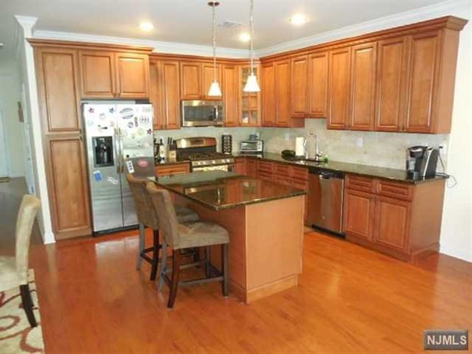 40 Parkside Dr, Wanaque, NJ - USA (photo 3)