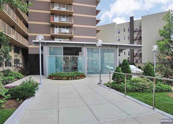 6040 Boulevard East 8j, West New York, NJ - USA (photo 1)