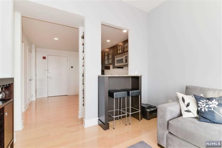 1025 Maxwell Lane, Unit #1215 1215, Hoboken, NJ - USA (photo 5)