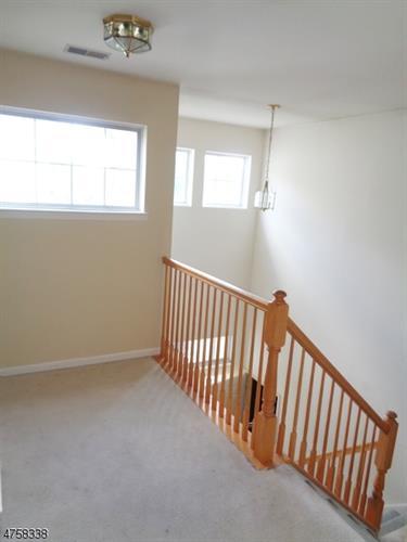438 Homestead Ct 438, Lopatcong, NJ - USA (photo 2)
