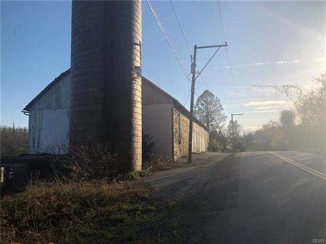 4402 Main Road West, Emmaus, PA - USA (photo 3)