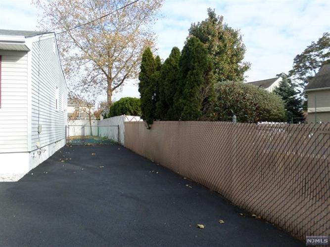 818 Joralemon Street, Belleville, NJ - USA (photo 2)