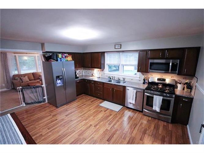 916 Greenhill Avenue, Palmer Twp, PA - USA (photo 3)