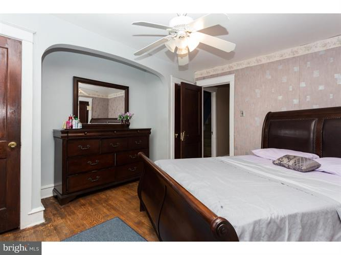 213 N Wycombe Avenue, Upper Darby, PA - USA (photo 5)