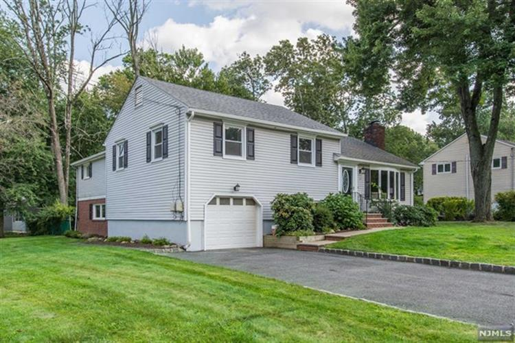 2 Apple Tree Lane, Morris Plains, NJ - USA (photo 1)