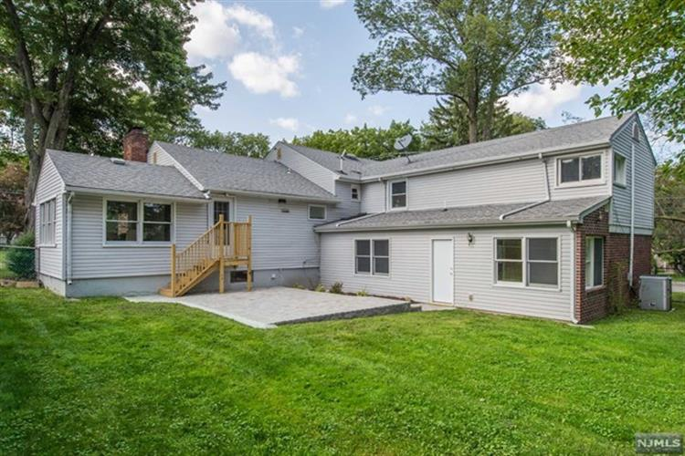 2 Apple Tree Lane, Morris Plains, NJ - USA (photo 4)