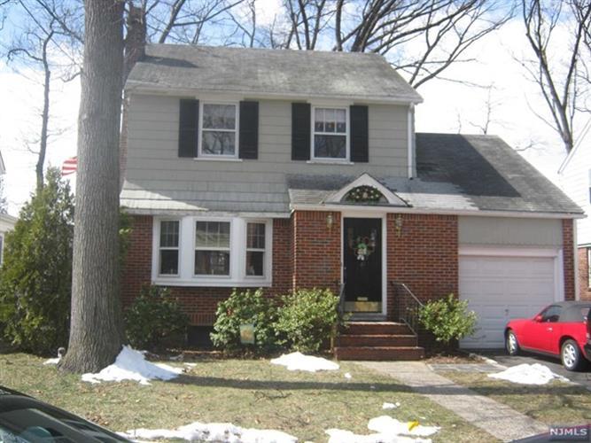 40 Fairway Street, Bloomfield, NJ - USA (photo 1)