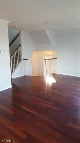538 Great Beds Ct, Perth Amboy, NJ - USA (photo 4)
