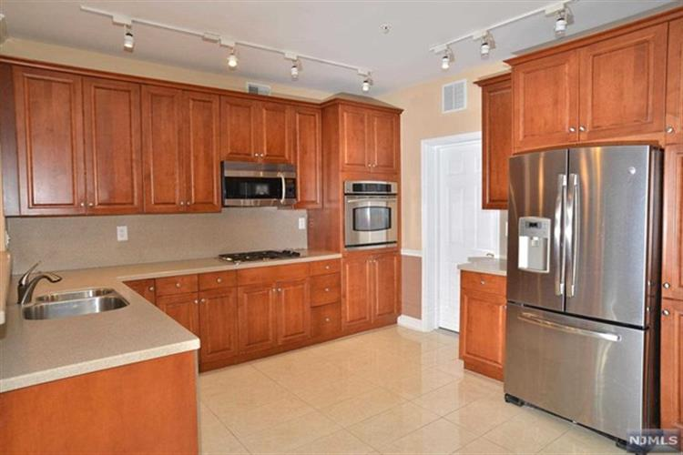 102 George Russell Way, Clifton, NJ - USA (photo 1)