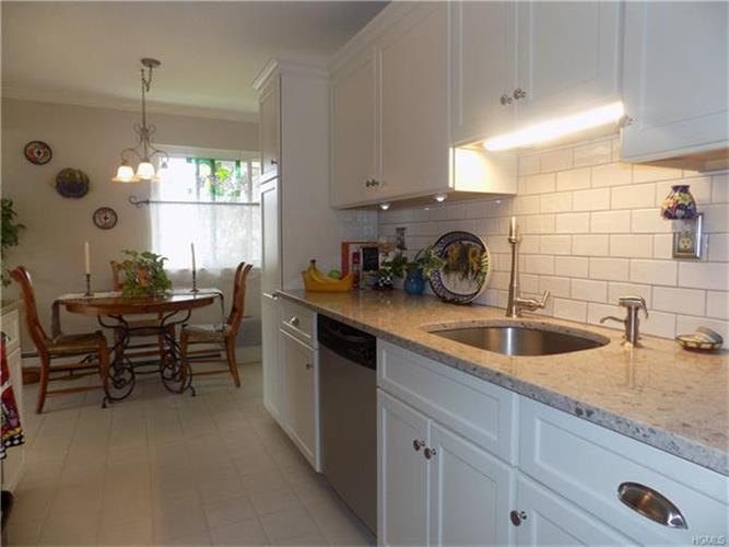 160 Sierra Vista Lane, Valley Cottage, NY - USA (photo 1)