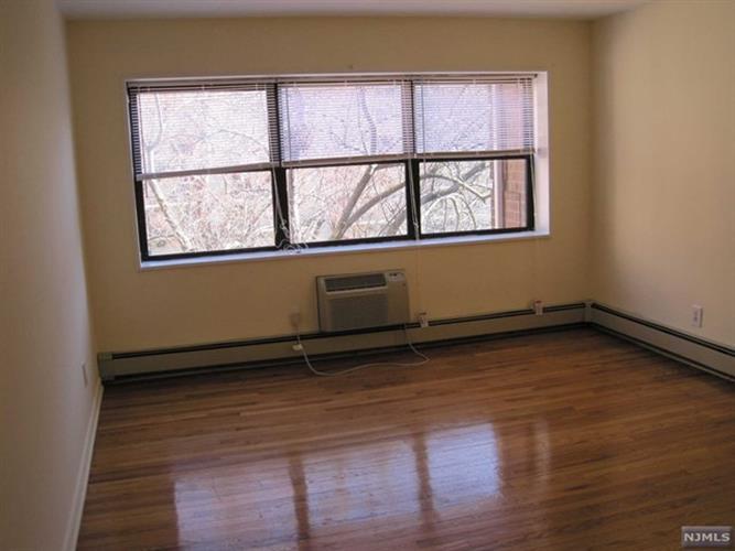 214 Prospect Avenue, Unit 4b 4b, Hackensack, NJ - USA (photo 2)