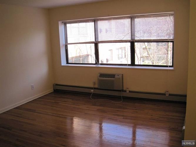214 Prospect Avenue, Unit 4b 4b, Hackensack, NJ - USA (photo 3)