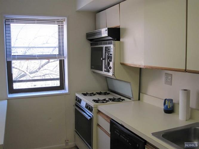 214 Prospect Avenue, Unit 4b 4b, Hackensack, NJ - USA (photo 4)