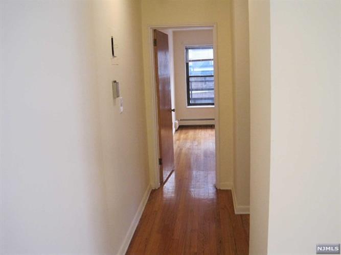 214 Prospect Avenue, Unit 4b 4b, Hackensack, NJ - USA (photo 5)
