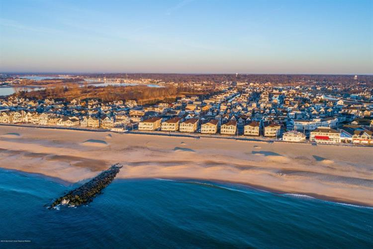 233 Beach Front 3, Manasquan, NJ - USA (photo 1)