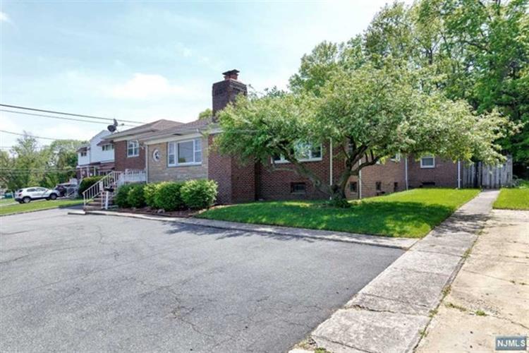 345 Division Avenue, Belleville, NJ - USA (photo 3)