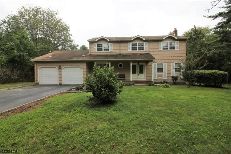 85 Tall Oaks Dr, East Brunswick, NJ - USA (photo 1)