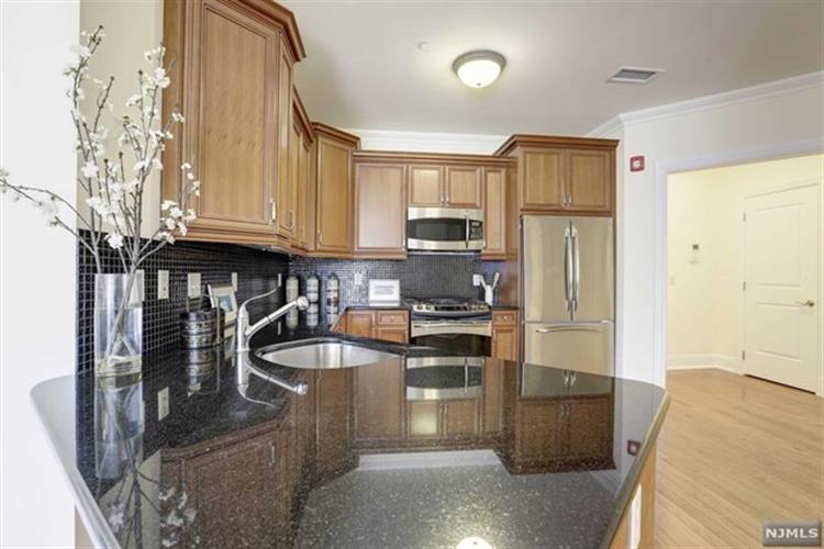 1307 Rio Vista Lane, Unit #1307 1307, Northvale, NJ - USA (photo 2)