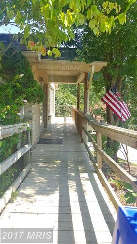208 Jamestown Rd, Front Royal, VA - USA (photo 4)