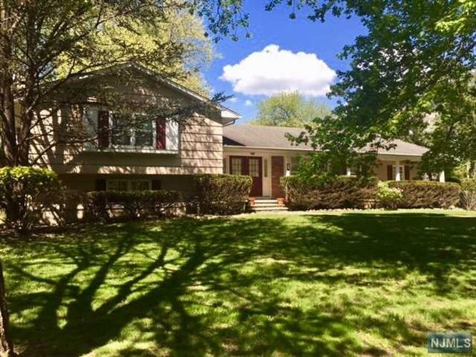 21 Indian Valley Road, Ramsey, NJ - USA (photo 1)