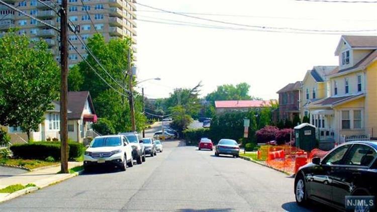 1613 Maple Street, Unit A A, Fort Lee, NJ - USA (photo 3)