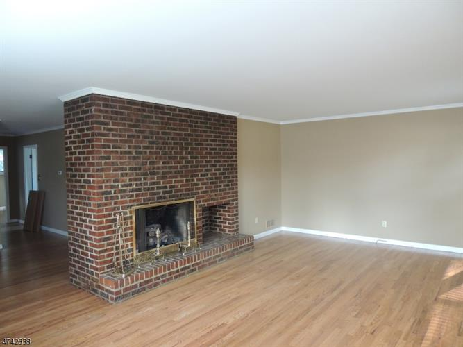 101 Lincoln Ave 2b, Elizabeth, NJ - USA (photo 2)