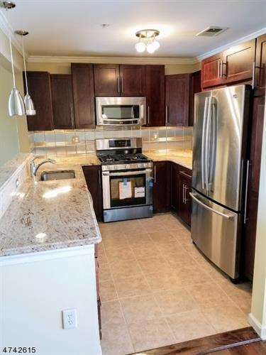 474 Great Beds Ct, Perth Amboy, NJ - USA (photo 3)