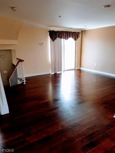 474 Great Beds Ct, Perth Amboy, NJ - USA (photo 5)