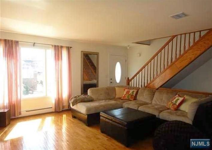 233 Clark Terrace, Cliffside Park, NJ - USA (photo 2)
