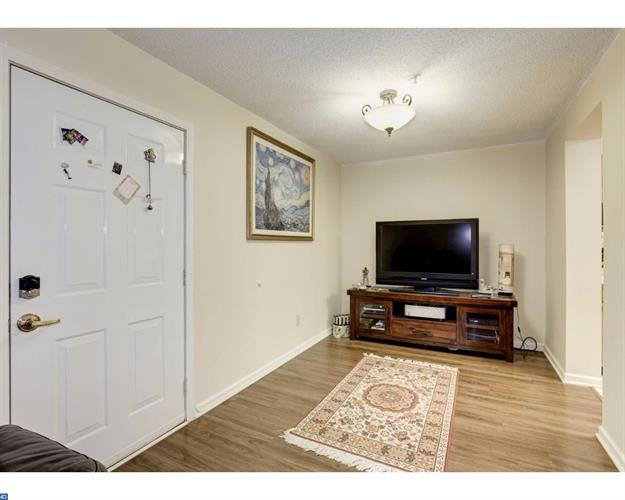 70 E Park St #1-7 1-7, Bordentown, NJ - USA (photo 4)