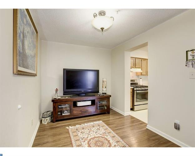 70 E Park St #1-7 1-7, Bordentown, NJ - USA (photo 5)