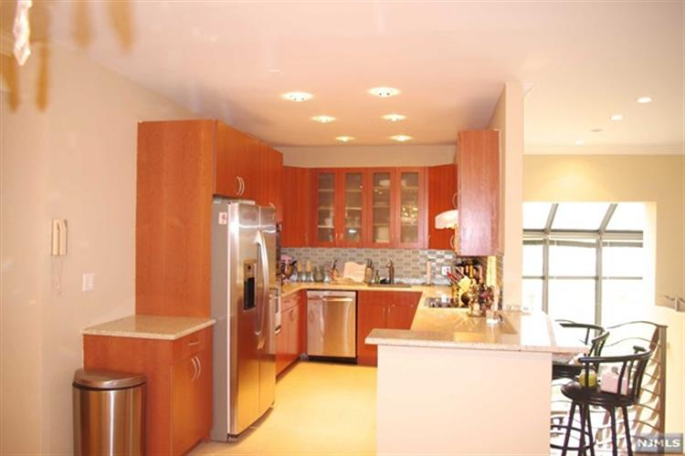 1225 River Road, Unit #11 B 11 B, Edgewater, NJ - USA (photo 3)