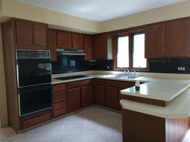 206 Carlton Rd, Millington, NJ - USA (photo 5)