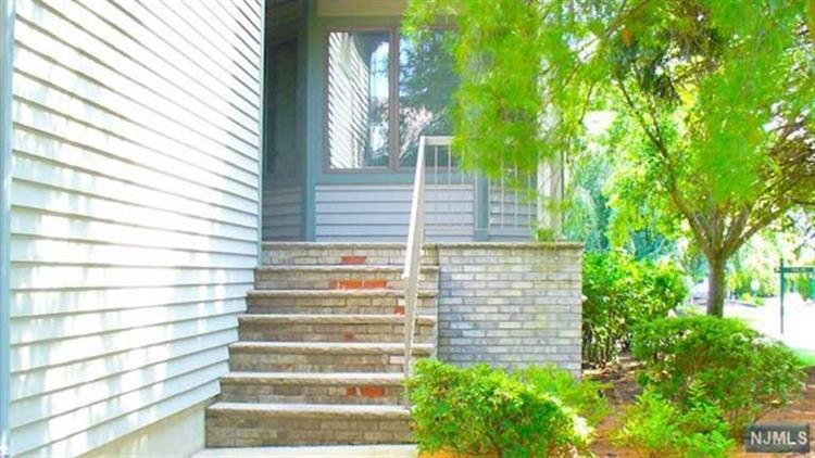 401 Dogwood Ct, Norwood, NJ - USA (photo 2)