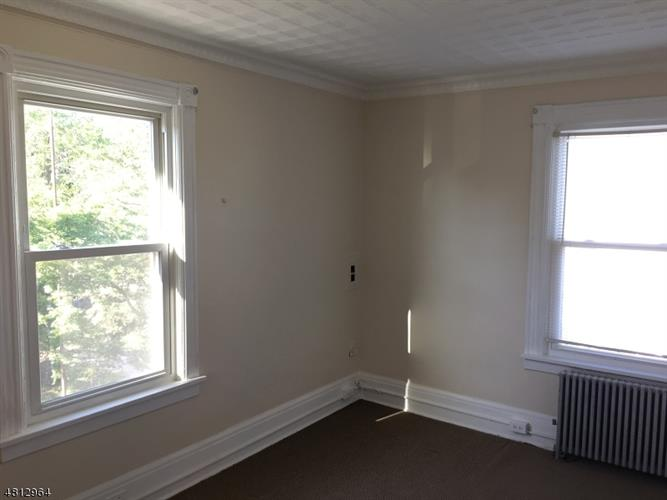 63 E Somerset St, Raritan, NJ - USA (photo 5)
