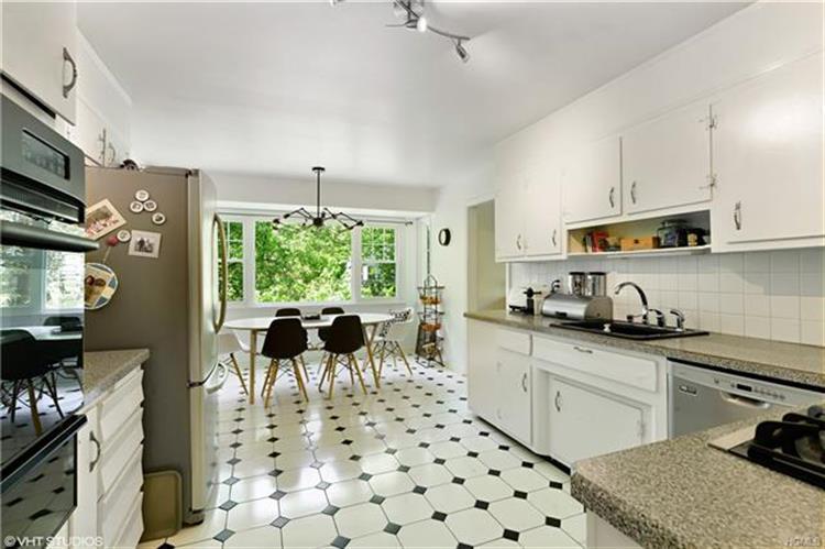641 Barrymore Lane, Mamaroneck, NY - USA (photo 2)