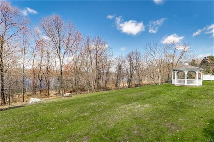 206 Waters Edge, Valley Cottage, NY - USA (photo 2)