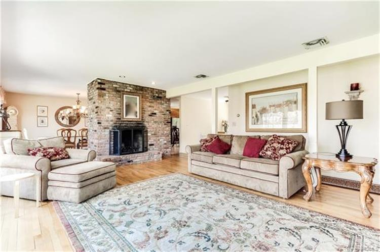 206 Waters Edge, Valley Cottage, NY - USA (photo 5)
